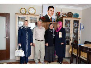 Hasibe Yazgı Ve Zehra Aslan'dan Şehit Ailelerine Anlamlı Ziyaret