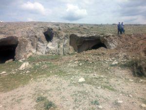 Aksaray'da Kaçak Kazı Yapan 3 Kişi Suçüstü Yakalandı