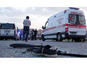 Aksaray'da Hafif Ticari Araçla Motosiklet Çarpıştı: 4 Yaralı