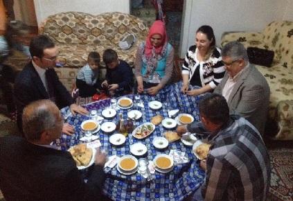 Pekmez vatandaşların iftar sofrasına misafir oluyor