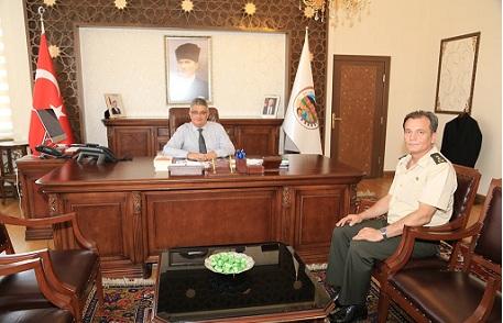 Yarbay Fuat Anık Vali Aykut Pekmez'i ziyaret etti
