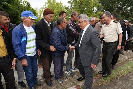 Vali Pekmez Karkın Köyü'nü ziyaret etti