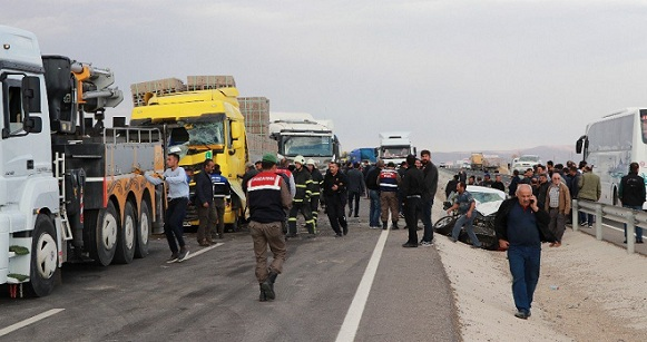 Aksaray'da Zincirleme Trafik Kazası, Ölü Ve Yaralılar Var