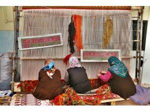 Kadınlar Evlerinde Halı Dokuyup Aile Bütçesine Katkıda Bulunacak