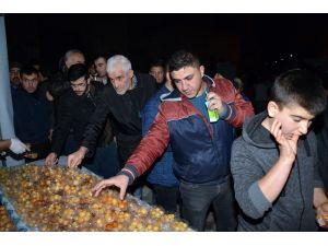 Aksaray Belediyesi Mevlit Kandilinde Lokma Tatlısı İkram Etti
