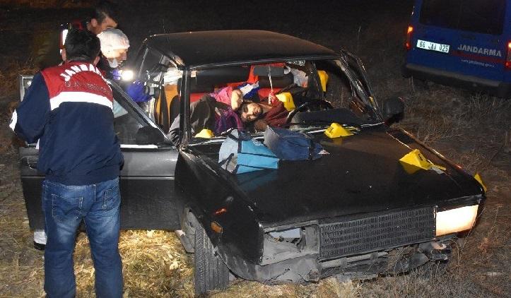 Sultanhanı'nda 1'i Kadın 2 Kişi Otomobilde Kurşunlanarak Öldürüldü