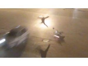 Otomobille Çarpışan Motosikletli Havada Taklalar Atarak Yere Düştü