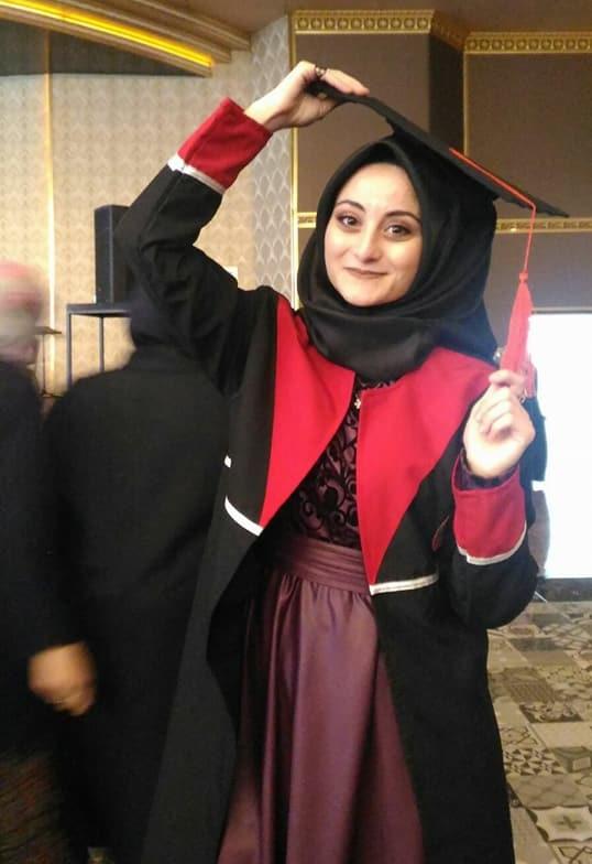 Şuheda Babayiğit'in mezuniyet sevinci
