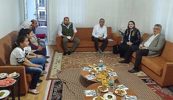 Vali Pekmez, Eren ailesinin iftar konuğu oldu