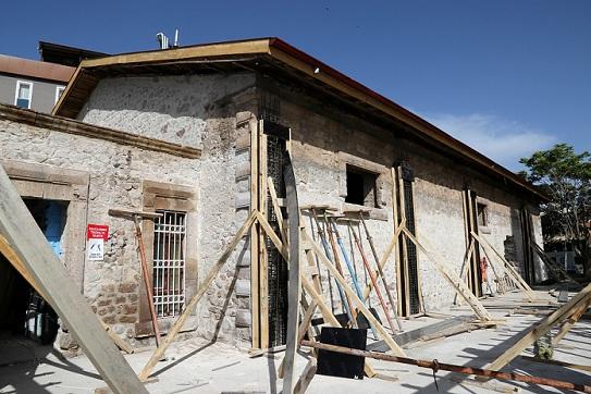 Aksaray Belediyesi Tarihi Tiyatro Salonunu Restore Ettiriyor