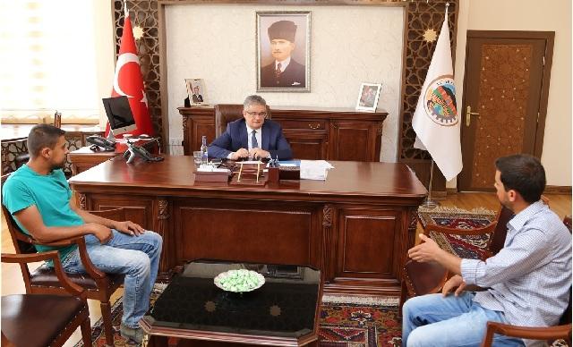 Vali Pekmez halk gününde vatandaşlarla buluştu