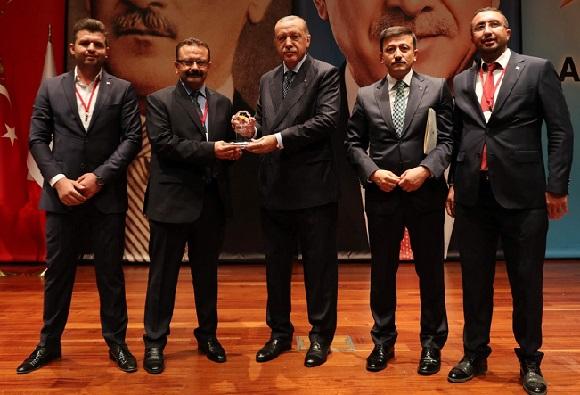 Muammer Gür Ödülünü Cumhurbaşkanı Erdoğan'dan Aldı