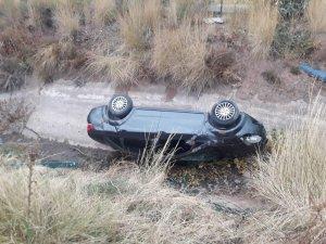 Otomobil sulama kanalına düştü: 1 yaralı