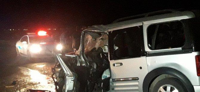 Kamyonet kamyona arkadan çarptı: 1 ölü, 3 yaralı
