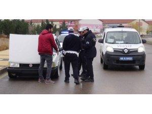 Plakasız modifiyeli araca 2 bin 808 lira ceza ve trafikten men
