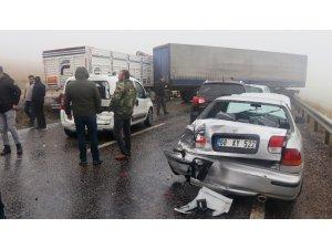 Aksaray'da sisli havada 10 araç birbirine girdi: 2 yaralı