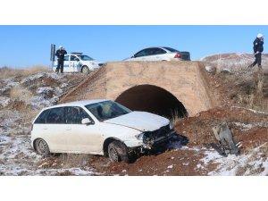 Lastiği patlayan otomobil şarampole devrildi: 1 yaralı