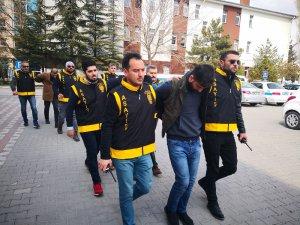 Polisi 14 kurşunla yaralayan 4 şüpheliden 3'ü tutuklandı