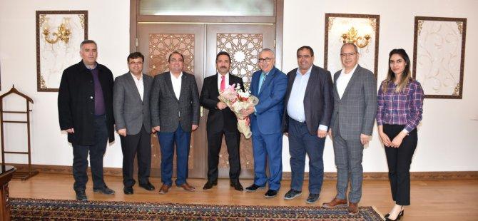 Türk Hava Kurumu yeni yönetimi Aksaray Valisi Ali Mantı'yı ziyaret etti
