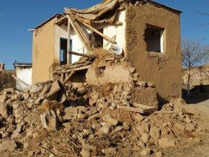 Köylerde metruk binalar yıkılıyor