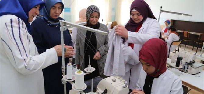 Işıl Mantı Necmiye-Mehmet Yazıcı Mesleki ve Teknik Anadolu Lisesi'ni ziyaret etti