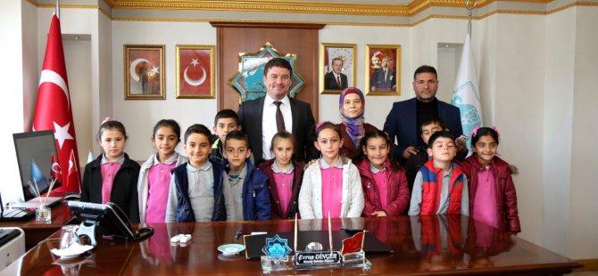 Yavuz Sultan Selim İlkokulu öğrencilerinden Başkan Dinçer'e hayırlı olsun ziyareti