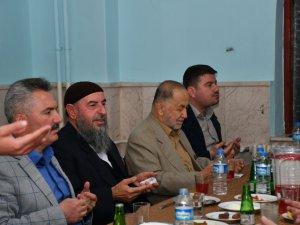 Başkan Evren Dinçer Geylani Hizmet Vakfının iftar programına katıldı