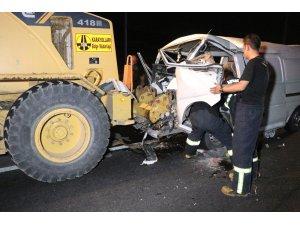 Aksaray'da minibüs greydere çarptı: 3'ü çocuk 7 yaralı