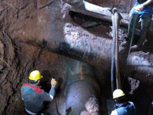Su arıza ekibi günün her saatinde çalışıyor