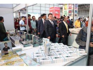 """Aksaray Belediyesi, """"Herkes Okusun"""" diye kitap fuarı açtı"""