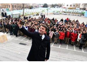 Başkan Dinçer ilk ders zilini Aksaray Ortaokulunda çaldı