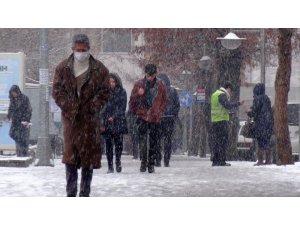 Aksaray'da kar yağışı etkisini sürdürüyor