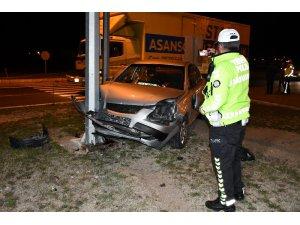 Aksaray'da 2 otomobil çarpıştı: 2 yaralı