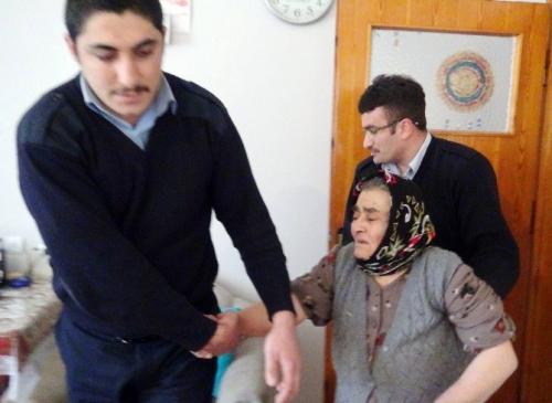 Gözleri Görmeyen ve Yalnız Yaşayan Yaşlı Kadın 5 Saat Banyoda Kilitli Kaldı