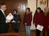 Öğrenciler karne sevinçlerini Vali Şeref Ataklı'ile paylaştılar