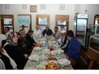 Aksaray Belediyesi Huzurevi Sakinlerine İftar Verdi
