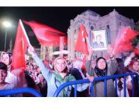 Aksaray yöneticileriyle demokrasi nöbetini sürdürüyor
