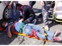 Kamyonet İle Otomobil Çarpıştı: 2 Yaralı
