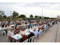 Aksaray Belediyesi Toki Bölgesinde 8 Bin Kişiye İftar Verdi