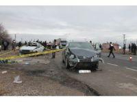 Aksaray'da İki Otomobil Çarpıştı: 1 Ölü, 5 Yaralı