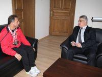 Milli Sporcu Vali Aykut Pekmez'i ziyaret etti
