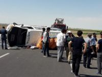 Mevsimlik tarım işçilerini taşıyan minibüs devrildi: 8 yaralı