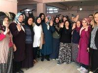 AK Kadınlar Aksaray'da çalmadık kapı bırakmıyor