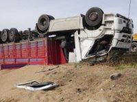 Aksaray'da tır şarampole devrildi: 1 ölü