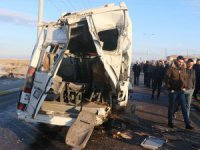 Aksaray'da servis otobüsü ve minibüsü çarpıştı: 17 yaralı