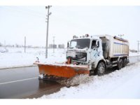 Aksaray'da 300 kişilik ekiple kar kürüme çalışması devam ediyor