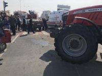 Traktör ile otomobil çarpıştı: 1'i ağır 3 yaralı