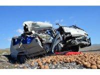 Aksaray'da minibüsle kamyon çarpıştı: 2 ağır yaralı