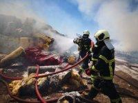 Aksaray'da inşaat malzemesi deposundaki yangın söndürüldü