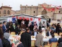 Aksaray'da yardım kermesi açıldı